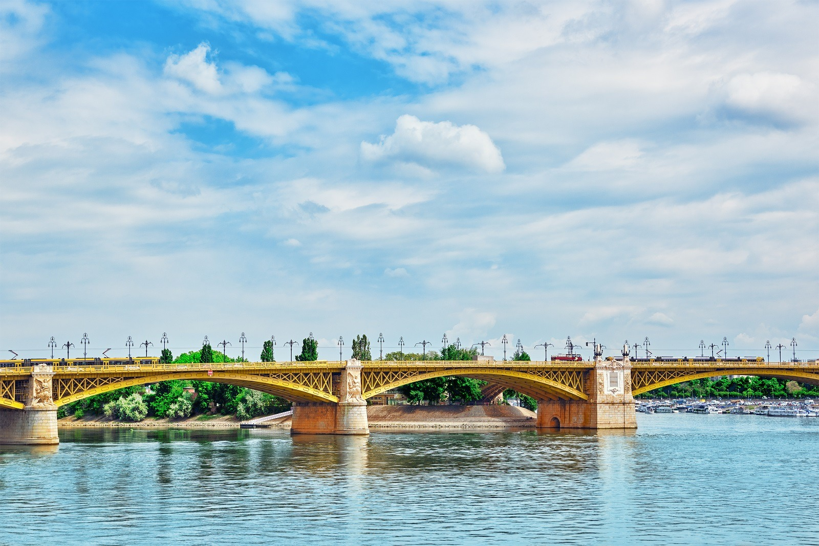 Margaret Bridge (sometimes Margit Bridge), Hungary, Connecting B