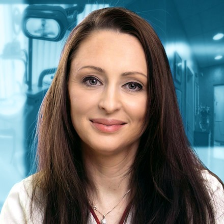 Надия Маклари
